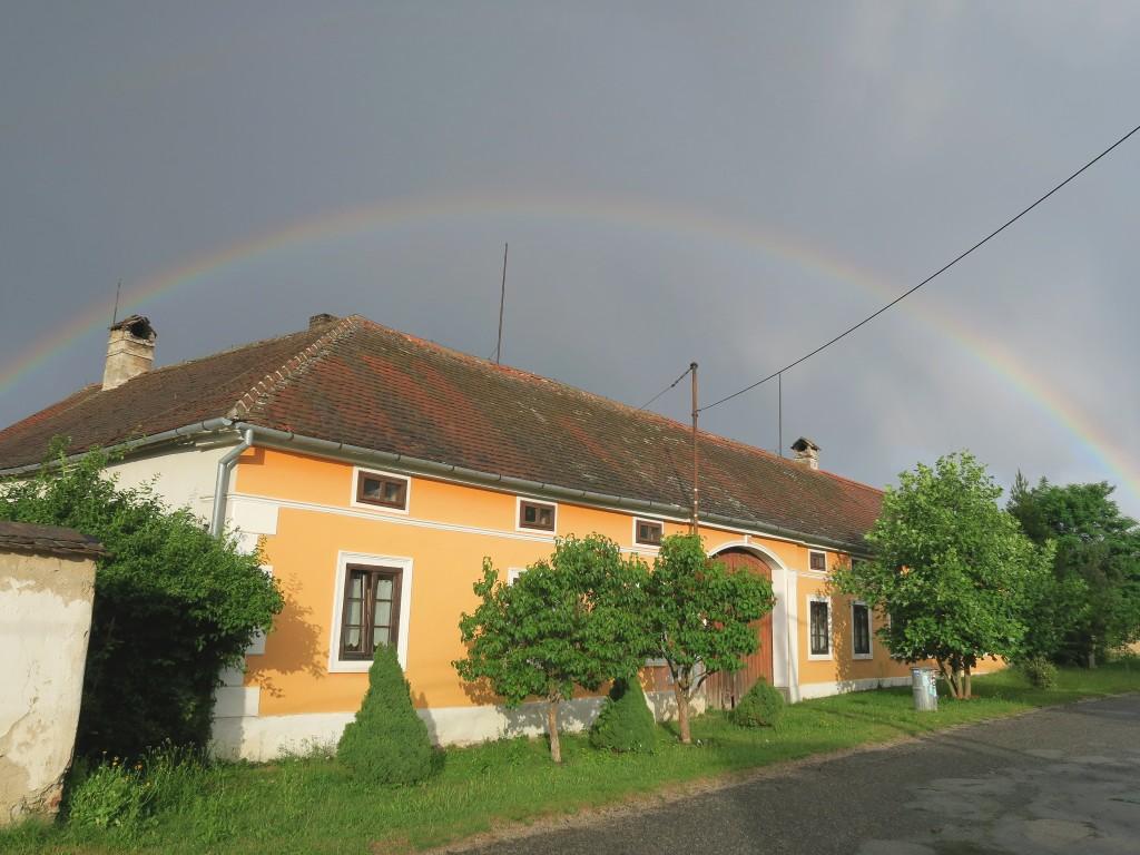 Pohled na dům od cesty